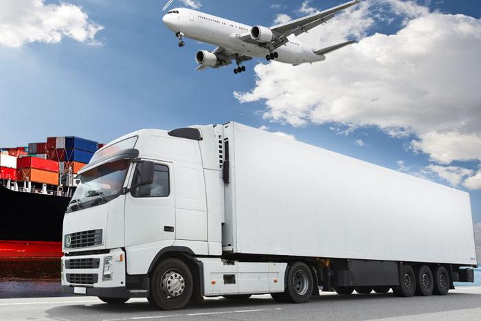 Por qué elegir el transporte de carga de larga distancia con camiones y no el aéreo